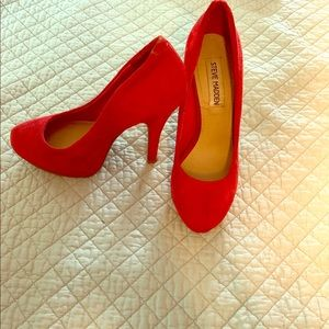 Steve Madden red suede pumps